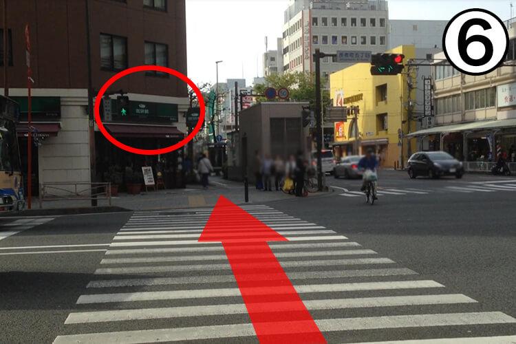 ⑥最初の角、タイ料理屋さんを右に曲がって下さい。